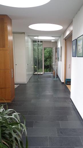 Schiefer Eingangsbereich