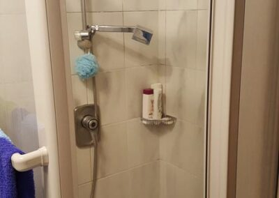 Alte Dusche vor der Sanierung