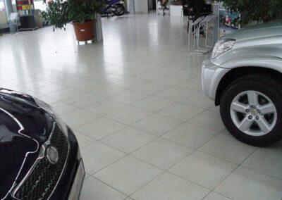 Fliesenverlegung im Autohaus