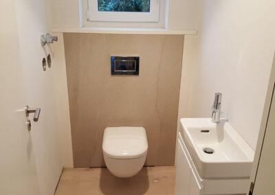 Großformat Fliesen in kleinem Badezimmer