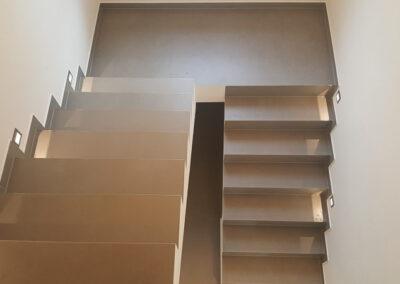 Treppe mit Fliesen im Großformat